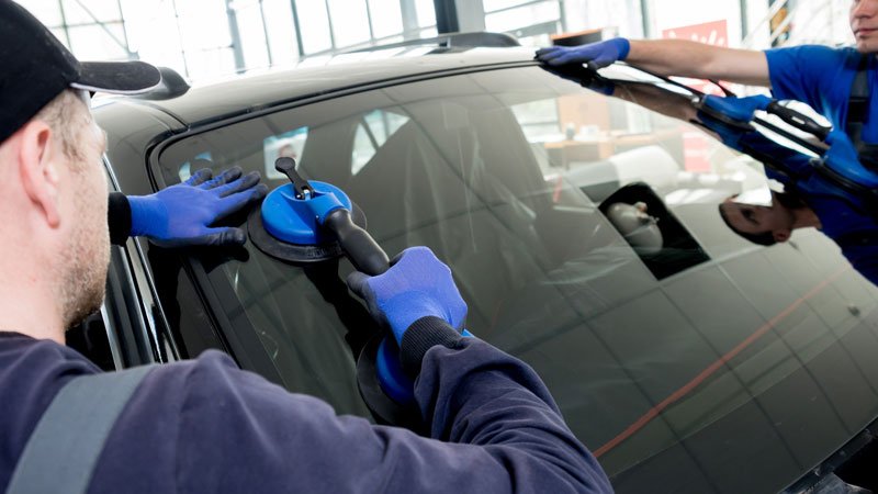renu collision smash repairs windscreen auto glass repairs